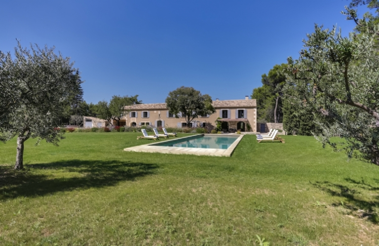 THE VILLA MasSERVIERES    FRANCE.  St Remy de Provence